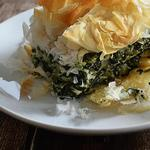 Пирог из слоеного теста «Спанакопита» со шпинатом