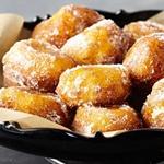 Лукумадес (пончики с медом и корицей)