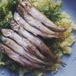 Греческий дип-соус «Скордалия» из печеного картофеля и жареная рыба