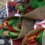 Врапы Бан ми: Вьетнамские конвертики со свининой на гриле с маринованной морковью и мятой
