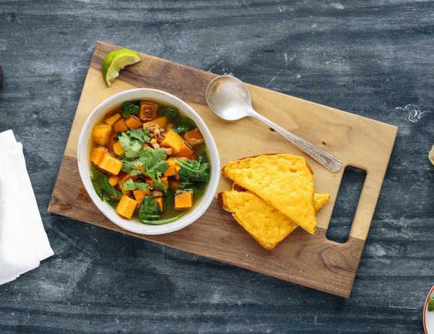 Суп с цыпленком «Тинола» и папайей по-вьетнамски
