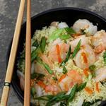 Вьетнамский салат с креветками и кускусом