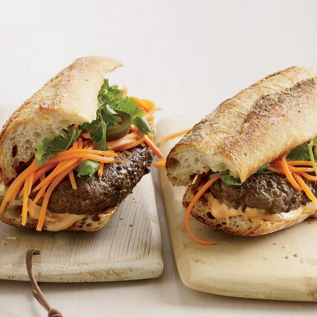 Вьетнамские гамбургеры «Бан ми» с маринованными овощами