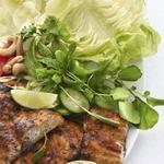 Салат из махи-махи с красным кари по-тайски