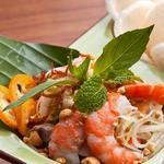 Салат из зеленой папайи с креветками и свининой