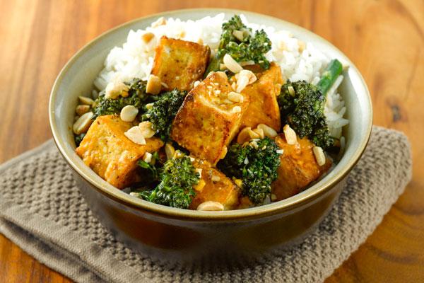 Жареный тофу, маринованный с чили и лемонграссом