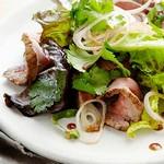 Тайский салат с говядиной на гриле