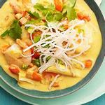Желтое карри с креветками и овощами по-тайски