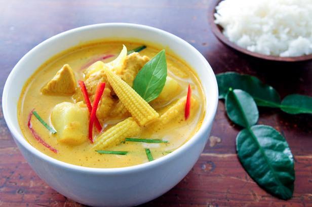Фото Желтое тайское карри с овощами