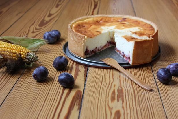 Сливовый тарт с творожным сыром