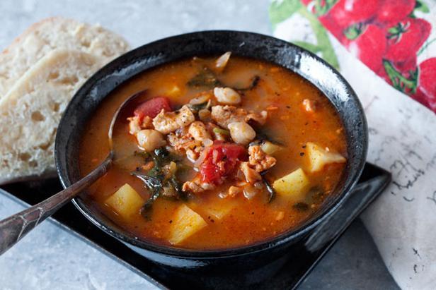 Фото Португальский суп с нутом и капустой кале