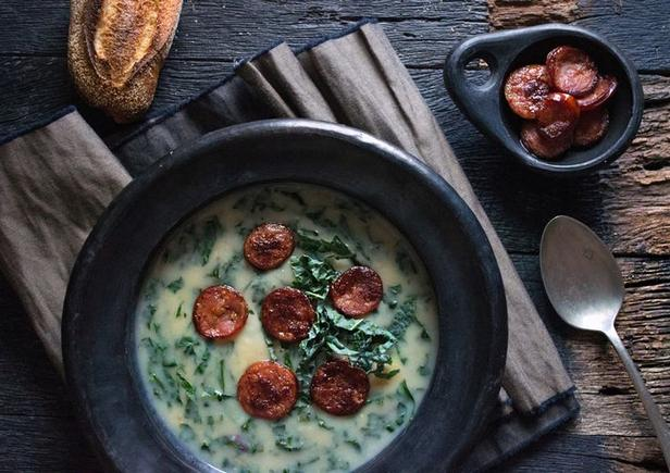 Фото Португальский зеленый суп «Кальдо верде»