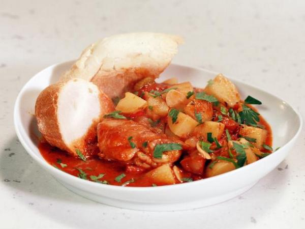 Рагу из курицы с картофелем по-португальски