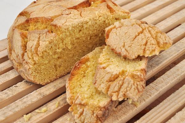 Португальский кукурузный хлеб «Броа»