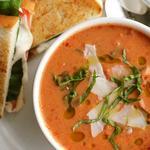 Португальский томатный суп с колбасой