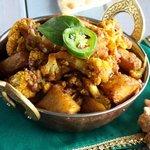 Картофель тушеный с цветной капустой «Алу гоби»
