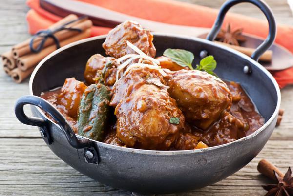 Курица, тушенная в соусе масала