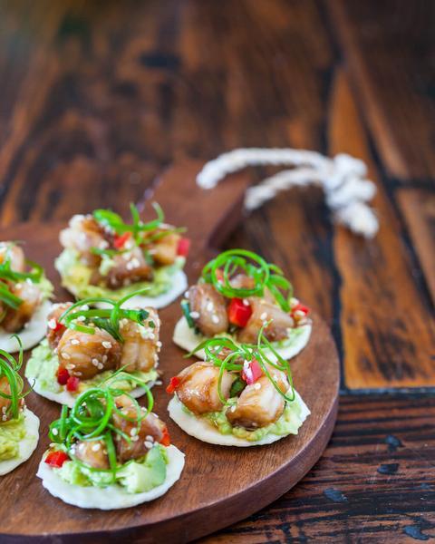 Крабовый салат с креветками и заправкой васаби