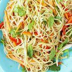 Азиатский салат с гречневой лапшой