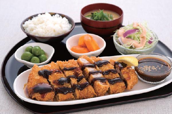 Кацудон (жареная в панировке свиная отбивная с рисом)