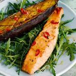 Запеченный лосось с баклажаном и розмарином по-японски