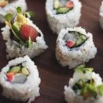 Суши урамаки (Калифорния ролл с тунцом)