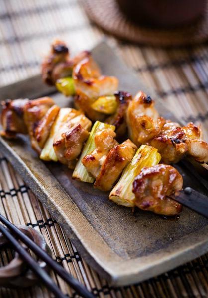 Якитори из курицы с луком-пореем (Традиционные японские шашлыки)