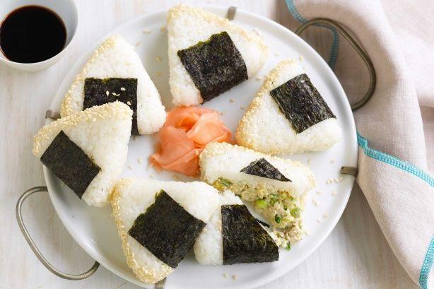 Фото Онигири с тунцом (японские рисовые шарики)