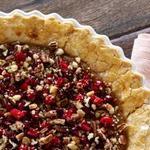 Пирог из сладкого картофеля с орехово-клюквенной посыпкой