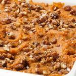 Запеканка из сладкого картофеля с ореховой посыпкой