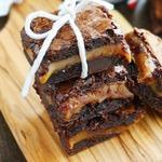 Пирожное «Брауни» с карамелью