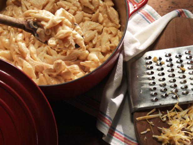Ракушки в сырном соусе на сковороде