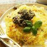Тыква-спагетти с заправкой из приправы карри и лука-шалота