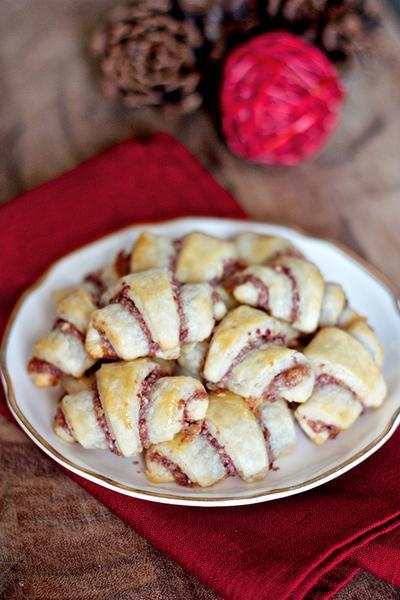 Сливочные рогалики с клюквой и орехами пекан «Ругелах»