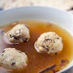 Суп с трюфельными кнейдлах, фаршированными грибами шиитаке