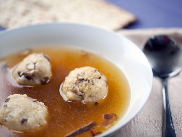 Фото Суп с трюфельными кнейдлах, фаршированными грибами шиитаке
