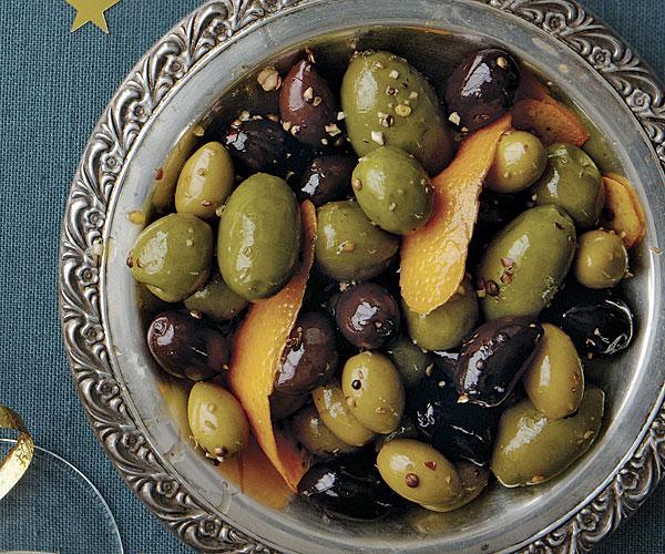 Закуска из карамелизованных оливок