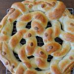 Булка «Кольцо с луком» на праздник Пурим