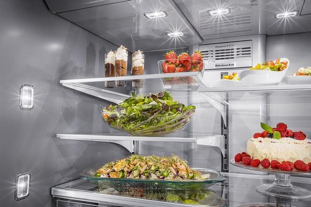 праздничные блюда в холодильнике