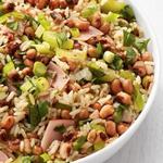 Рисовый салат с фасолью и ветчиной