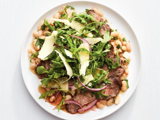 Фото Фланк стейк с розмарином и салатом из рукколы