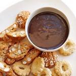 Шоколадный дип-соус с амаретто