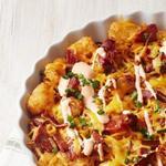 Запеканка из картофельных шариков с сыром и беконом