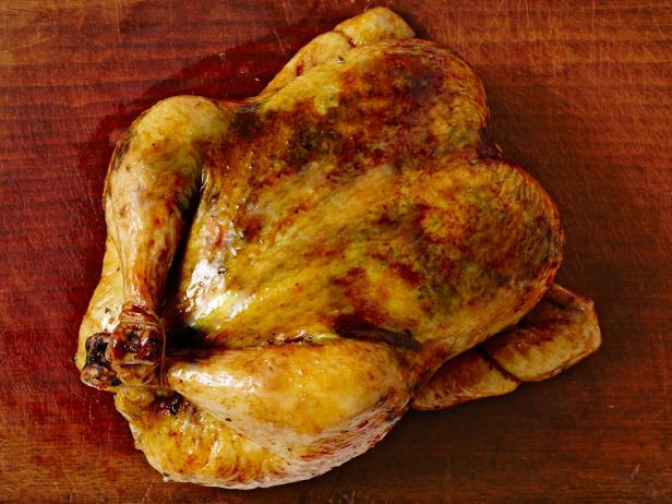 Фото Запеченная курица с салатом из фасоли, красного апельсина и фенхеля