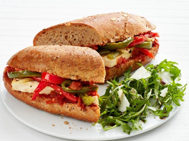 Фото Саб-сэндвич с тофу, луком и перцем