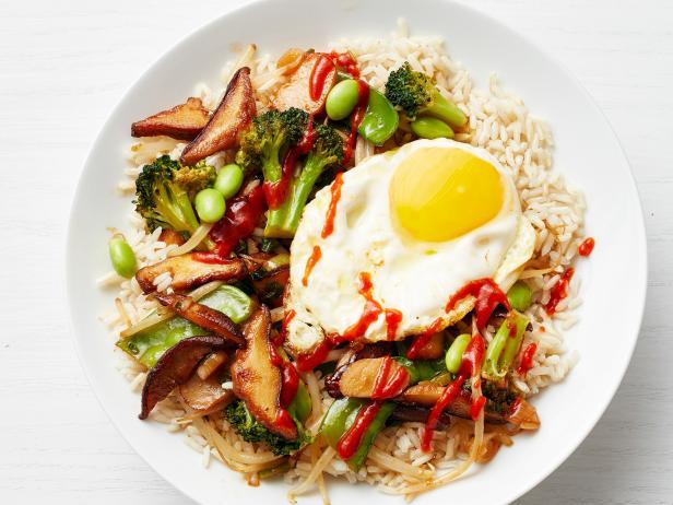 Фото Рис с жареным яйцом и овощами