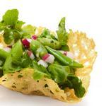 Весенний салат-закуска в корзинках из пармезана