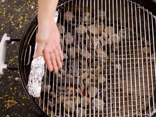 Подготовьте гриль для прямого и косвенного нагрева