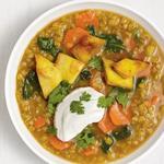 Суп «Масурдал» из красной чечевицы со шпинатом и карри