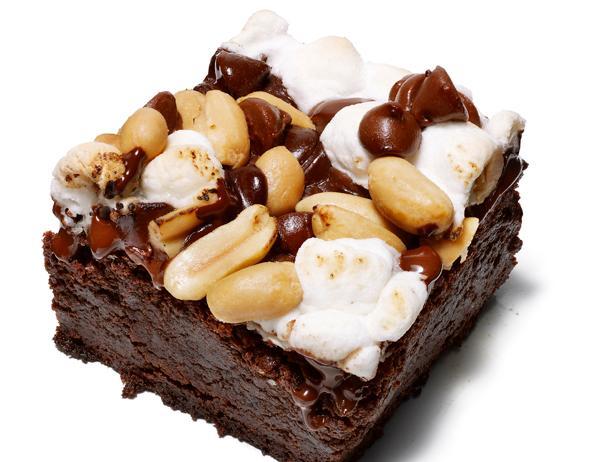 Фото Пирожные «Брауни» с маршмэллоу и арахисом
